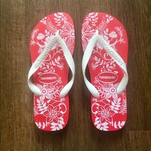 Havaianas Red and White Flip Flops Floral Print